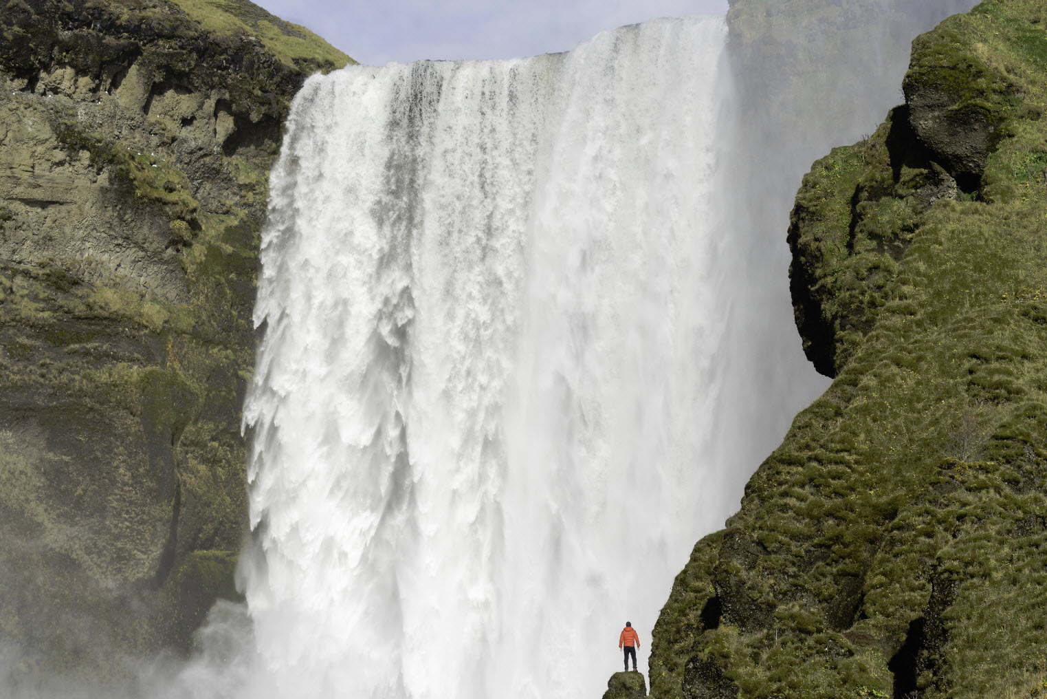 The mighty falls of Skogafoss