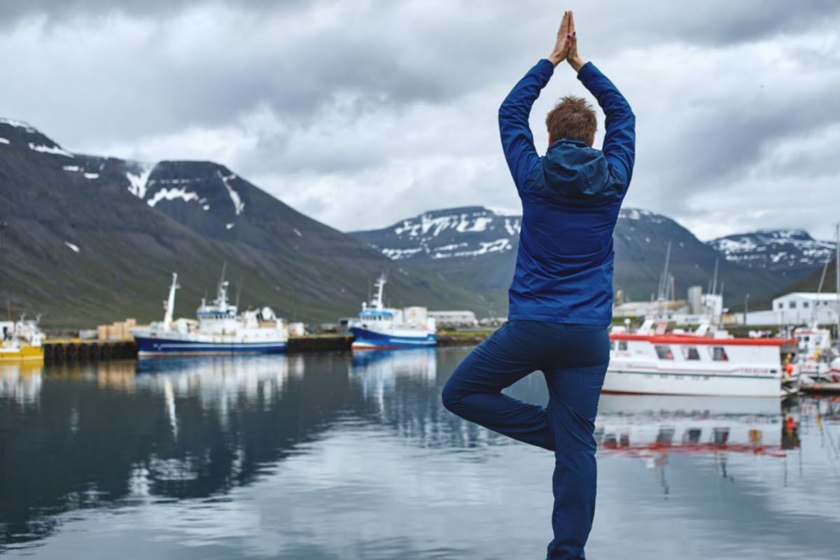 The harbor in Bolungarvik is a relaxing place and good to do some yoga