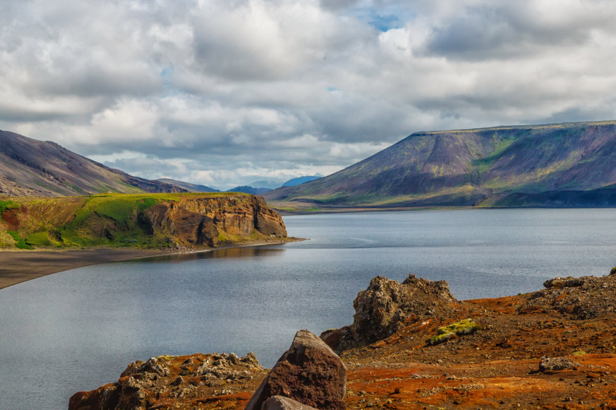 The spectacular landscape around Kleifarvatn in Iceland