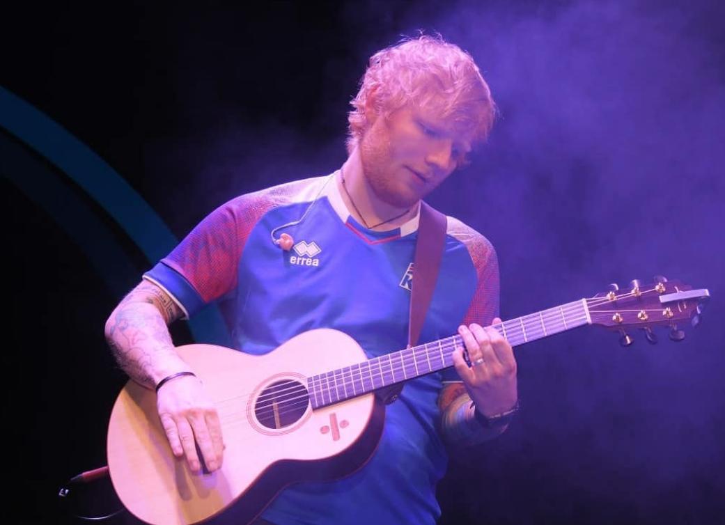 online retailer ce720 36e79 Ed Sheeran supporting the Icelandic national football team